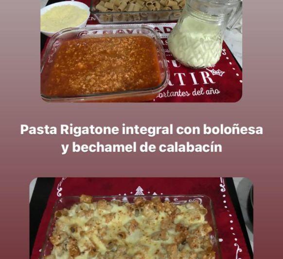 Rigatone con boloñesa de pollo y gratinado de bechamel de calabacín